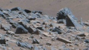 WF-9-Curiosity_Rover_SOL1044_Rubble